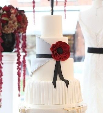 Just love this wedding cake!