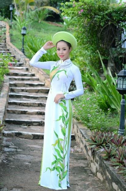 Ao Dai Cuoi Cach Tan - WR402/ Do you love corn? If you do, you'll probably love this dress, design inspire by corn field in Vietnamese :) / aodaihoanguyen.co...