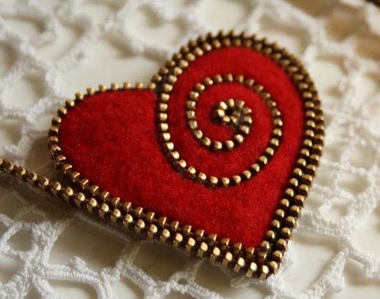 Tutorial for making a felt and zipper heart brooch PDF. $20.00, via Etsy.