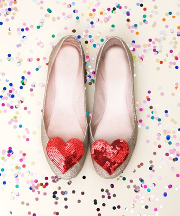 Sparkly, girly, adorable heart adorned flats. #shoes #hearts #fashion #clothes #flats #cute