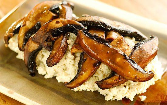 Marinated Mushrooms and Cauliflower Mash - Raw and Vegan