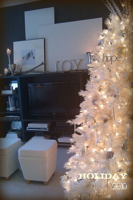 Holiday at Home Decor by Lynda Quintero-Davids @Russell Sese Middleton Imagery #Holiday #Christmas #Decorating #White #Tree