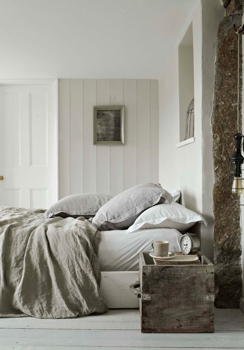 Sleep in a comfy bed // neutral linens
