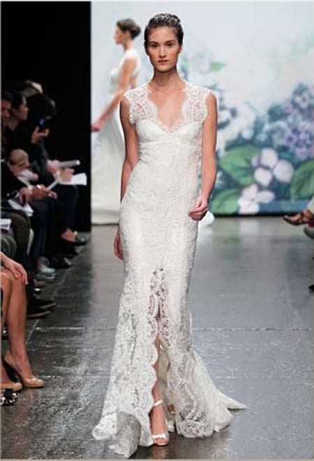2012 fall wedding dress from Monique Lhuillier - this is stunning! Wish I had the body for it:P
