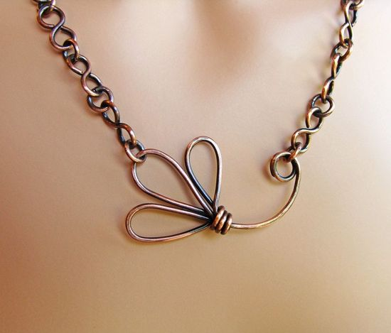 Love the lines of this flower! wire necklace