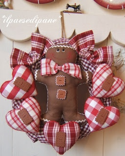 Gingerbread and hearts wreath