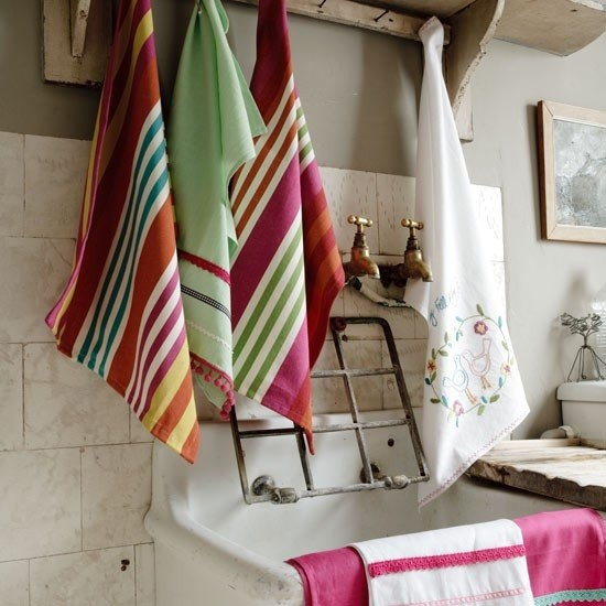 Love the bright towels! But how about that great grate?