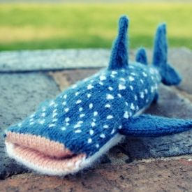 A knitted iPhone cover or softie, in the shape of a whale shark! Download the pattern for free.