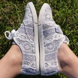 #DIY - Repurpose those lace scraps accumulated between projects to cover a pair of worn and imperfect tennies for a pair of brand new kicks!