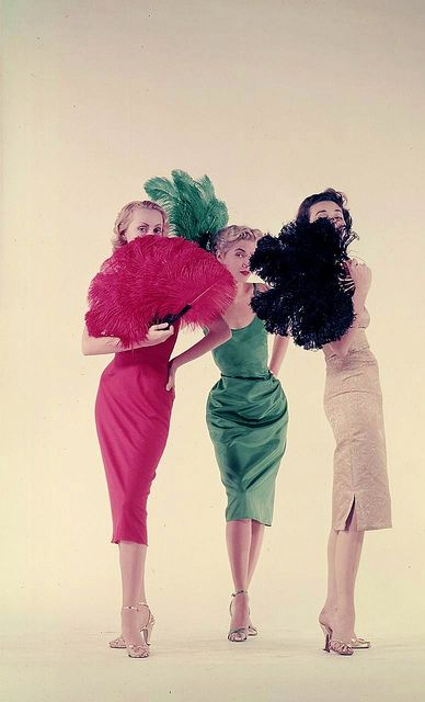 I'm a definite fan! :) #1950s #fashion #vintage #feathers #fans