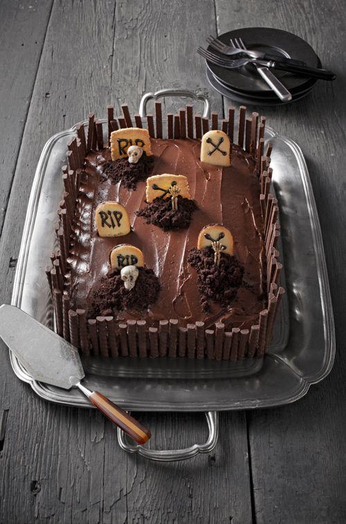 Fabulously fun cemetery in cake pan for Halloween! :) #cake #design #creative #graveyard #cooking #dessert #food #baking #autumn #fall #Thanksgiving