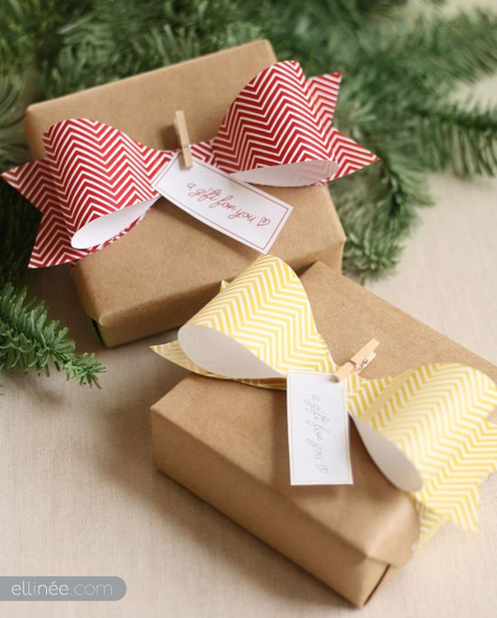 How to make a DIY paper bow by Ellinée - great site for a lot of free printables!!   ;)