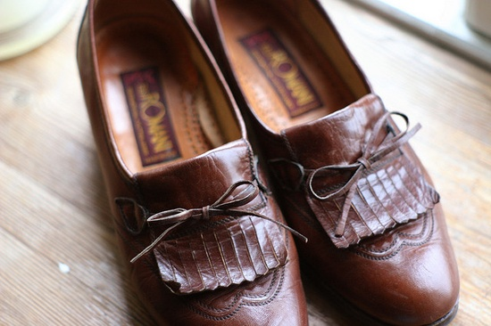 love those vintage shoes!