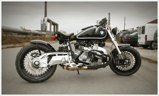 Galaxy Customs' BMWR1200R. Whoa, not so great from the right hand side!