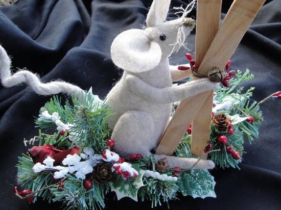 Primitive Mice Christmas Decoration by MorningMistDesigns on Etsy