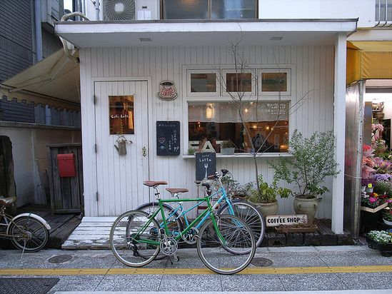 Café lotta by Yuko Honda.