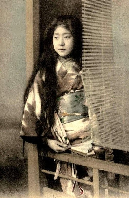 MAIKO IN KIMONO WITH HER HAIR DOWN . Okinawa Soba, via Flickr.  From a ca. 1900 - 1910 late-Meiji-era collotype image by an unknown photographer.