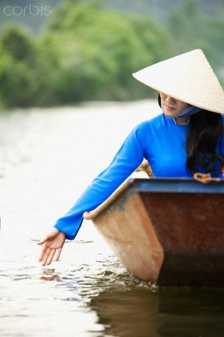 Hugh Sitton - Ao dai - Traditional uniform Vietnam