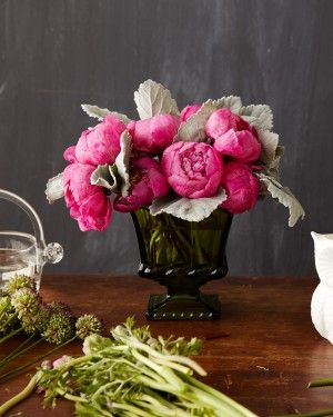 peony and dusty miller arrangement // flowers by Tulipina // photo by Angie Cao