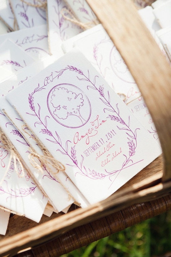LOVE these wedding programs! Designed by chocolatecreative... / Photography by annasawinphotogra...