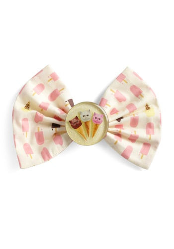 Cats and ice cream... What could be better? Try combining the two with this whimsical and fun hair bow!