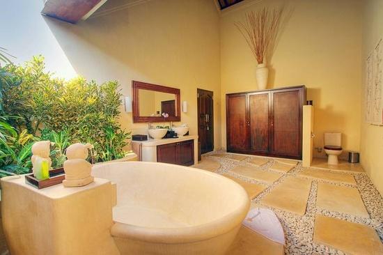 Unique Traditional Balinese Villa Bathroom Interior Design
