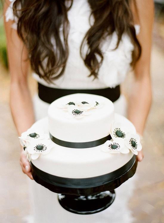 Black & White Wedding Cake - Winter Wedding in Sedona.  Photography by ryanrayphoto.com