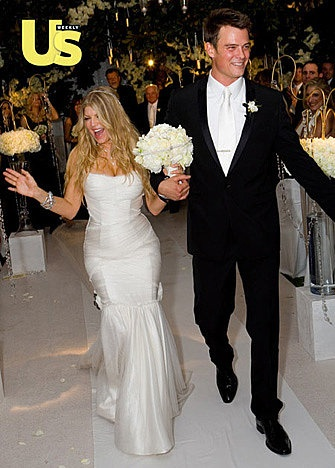 Fergie's white-on-white makes us wild! – Celebrity Wedding Bouquets