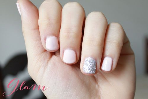 accent glitter nail for a wedding // pretty #manicure