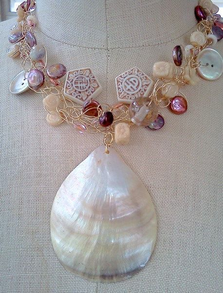shell pendant, beach jewelry