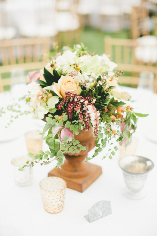 Centerpiece lovely. Photography By / onelove-photo.com, Floral Design By / kimenglandflowers...