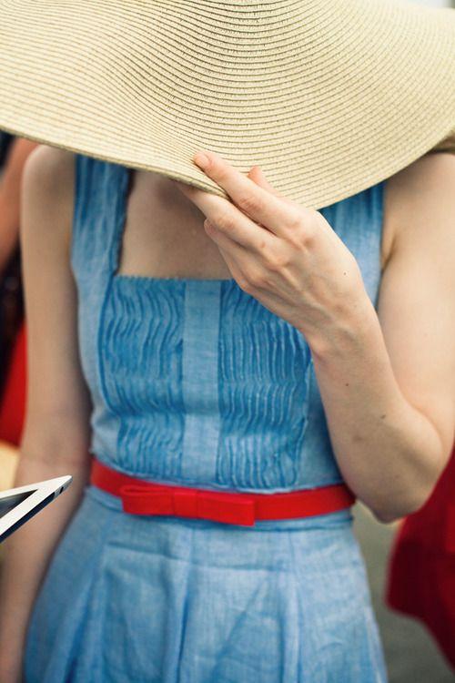 hat/dress/belt
