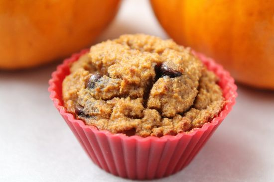 Pumpkin Chocolate Chip Mini Muffins (grain-free, dairy-free) by healrealfoodvegetarian #Muffins #Pumpkin #Chocolate_Chip #GF #Healthy