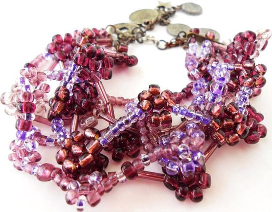 Purple Flower Beadwork Bracelet by maluendadesign on Etsy, €20.00