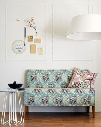 #vtwonen #furniture #sofa #flowers #vintage #pillow