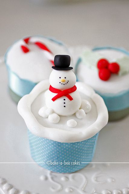 Snowman - Christmas theme cupcakes by Bake-a-boo Cakes
