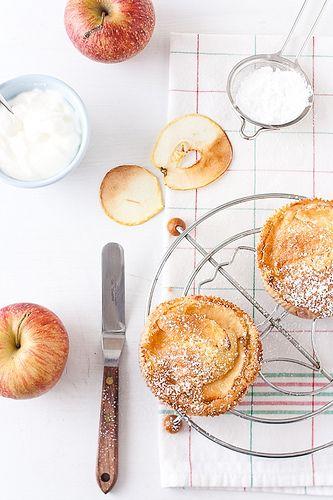 ... apple cardamom cakes ...
