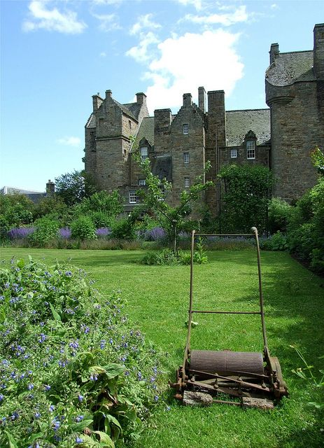 Kellie Castle gardens, Scotland