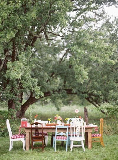 easy outdoor tablescape perfect for a #BBQ inspired #wedding