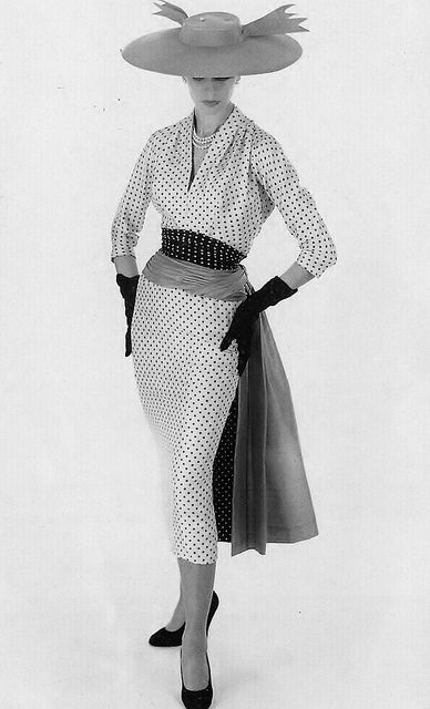The chicest of chic 1950s polka dot wiggle dresses. #vintage #fashion #1950s #dress #hat #polka_dots