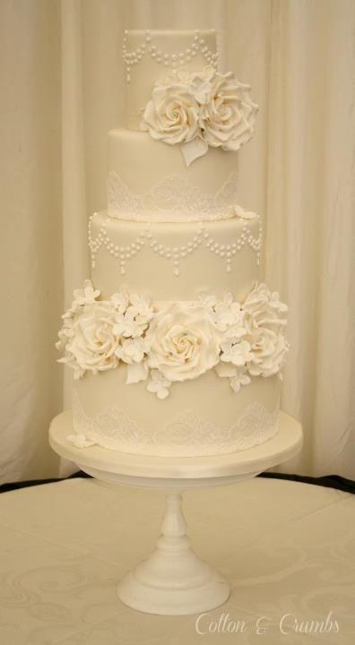 Vintage wedding cake ivory