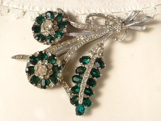 Art Deco Emerald Green & Clear Rhinestone Floral Brooch