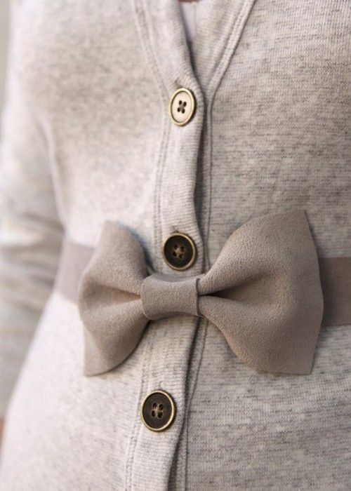 To get a bow belt and wrap it around a cardigan sweater like this is so cute. #DIY #fashion #winter #casual