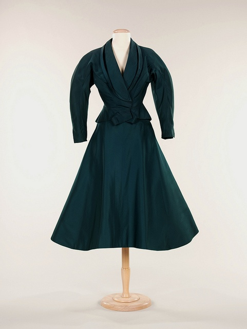 What a sublimely beautiful shade of deep, alluring teal. #vintage #fashion #1950s #dinner_suit