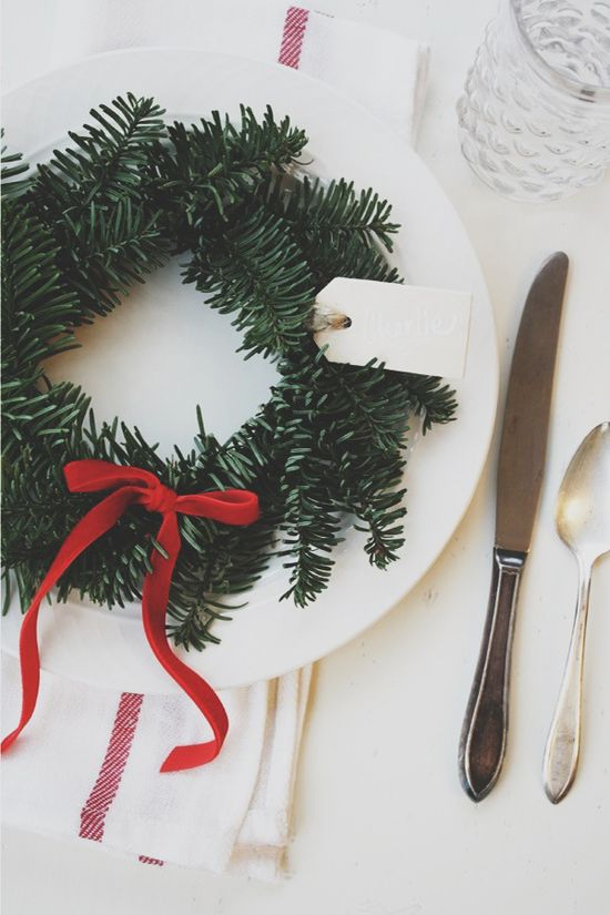 Holiday wreath place card DIY
