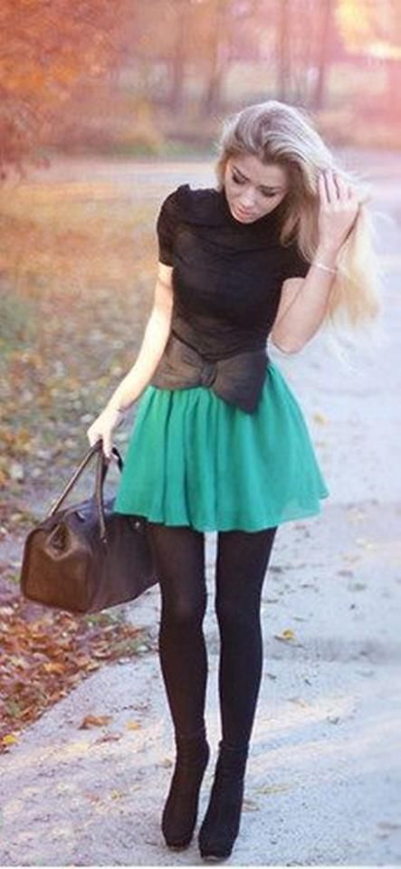 green skirt and super bow! cute