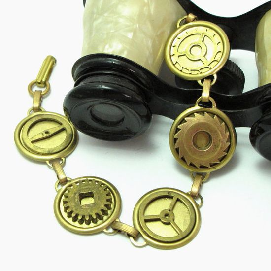 Vintage gear bracelet designed by Mystic Pieces #steampunk #jewelry #mysticpieces