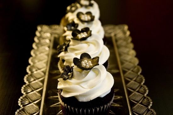 #blackwhitewedding #cakes