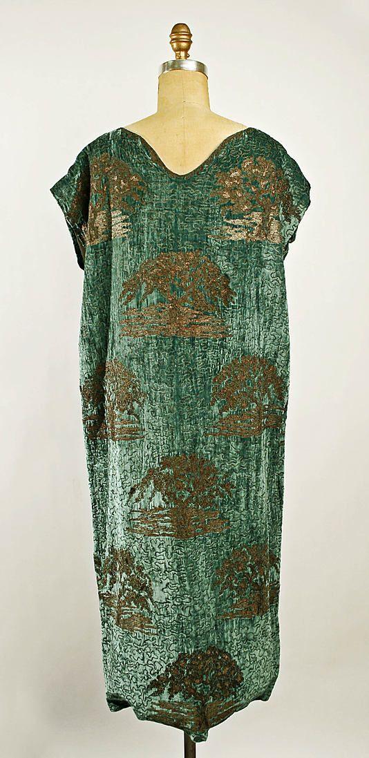 Evening dress (1924-25)