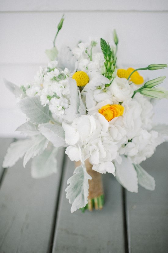 white and yellow wedding bouquet www.weddingchicks...